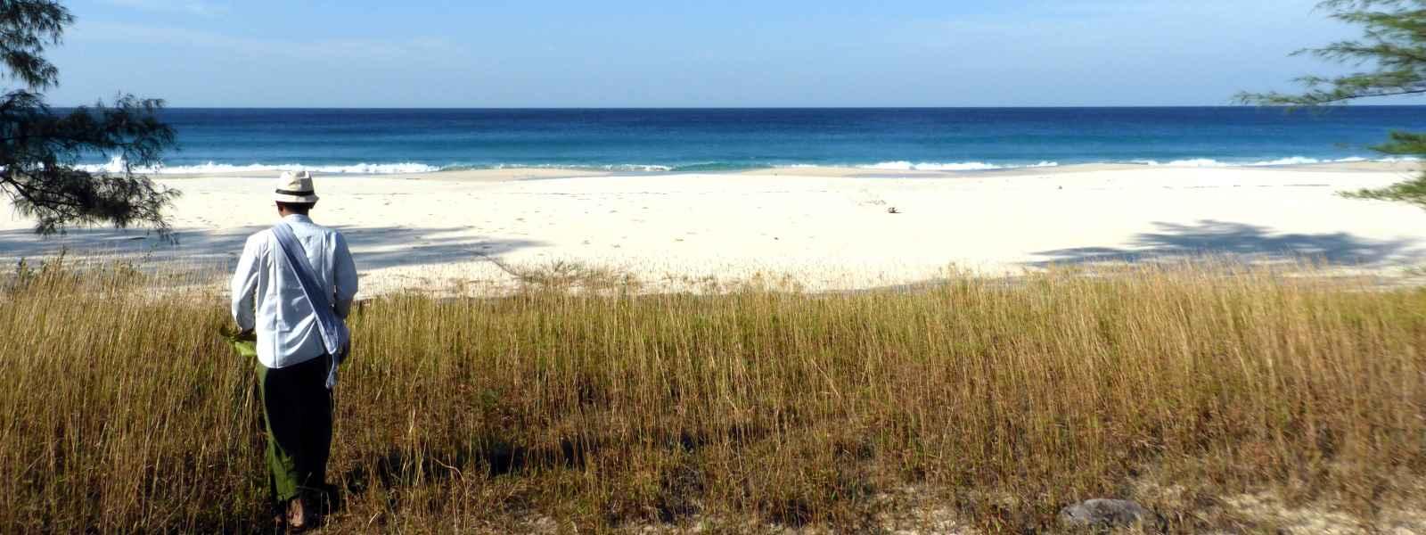 Beach-Sinhtauk.Dawei-White