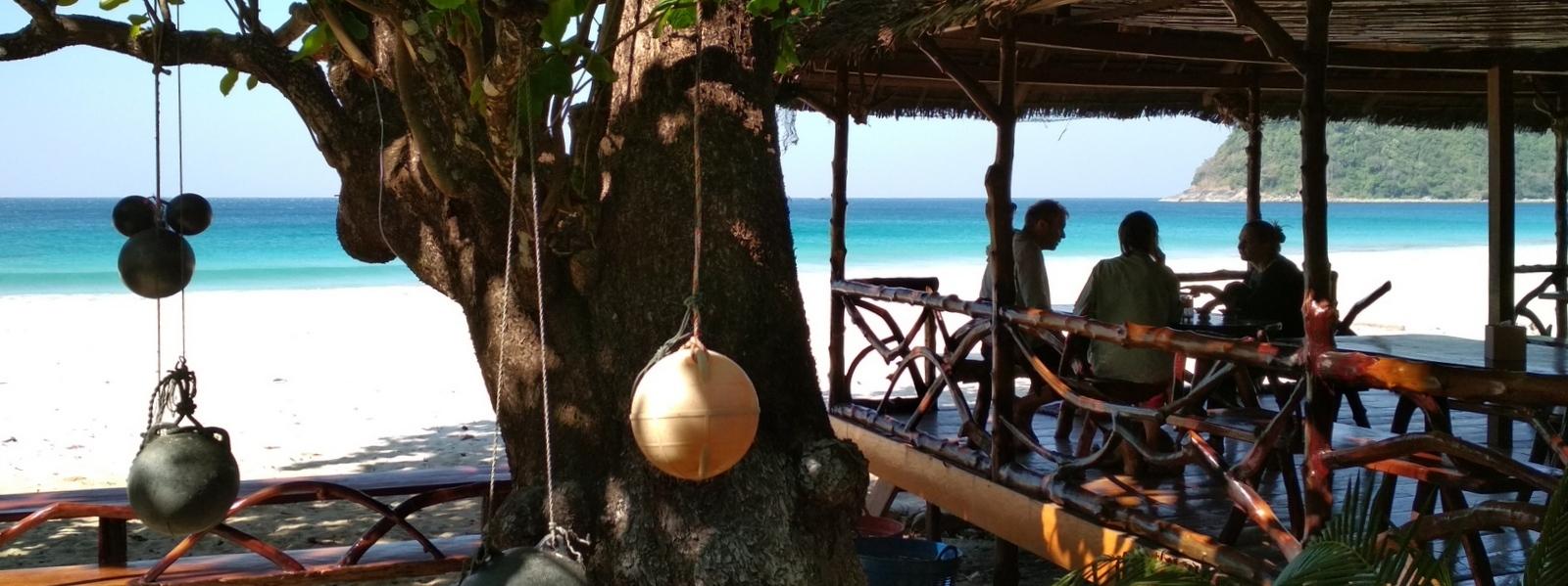 Beach-restaurant-Sin-Htauk-Dawei